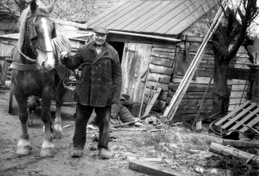 1991-1833 De landbouwer Teun de Groot. In Terbregge.