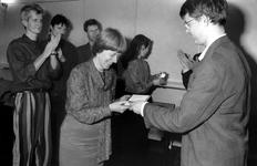 1991-2239 Wethouder mevrouw drs. Y.C.M. de Rijk neemt het eerste beroepsensemble Capella Palestrina in ontvangst, ...