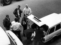 1991-2261 Moord., Op de Spangesekade is de politie bezig met een onderzoek naar de moord op een man, wiens lijk achter ...