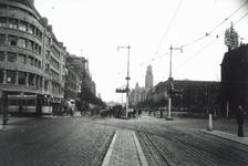 1991-3028 Gezicht op de Coolsingel met stoplichten bij de kruising met de Van Oldenbarneveltstraat.Op de achtergrond ...