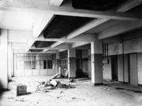 1991-3057-TM-3061 Interieurs van het GEB-gebouw aan de Rochussenstraat.Afgebeeld van boven naar beneden:-3057: bouw ...