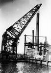 1991-3125-TM-3127 Gezichten op de Schiehaven.Afgebeeld van boven naar beneden:-3125: bok Titan plaatst een ...