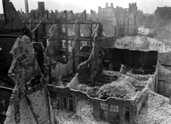 1991-3152 Gezicht op de door het Duitse bombardement van 14 mei 1940 getroffen Hooge Boezem. Hoek van Wilhelminastraat, ...