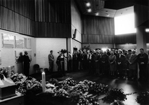 1992-1043 Begrafenis bokser van Klaveren. Grote belangstelling bij de crematie van de bokser Bep van Klaveren op Hofwijk.
