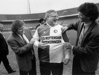 1992-1045 Werkbezoek fractievoorzitter PvdA. PvdA-fractievoorzitter Thijs Wöltgens krijgt tijdens een werkbezoek aan de ...