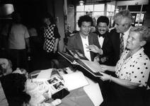1992-1071 Bezoek uit Nicaragua, Burgemeester Arnoldo Davilla Padilla (tweede van rechts) van de stad Corintho en Stien ...