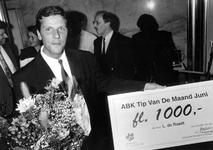 1992-1165 ABK-tip van de maand., De tip die de heer L. de Raadt voor de RET had, levert hem een beloning van f. ...