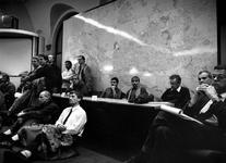 1992-1264 Vergadering Commissie Welzijnszaken. Aandachtig luistert men naar de sprekers tijdens de behandeling van de ...