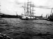 1992-3566 De 1e Katendrechtsehaven met een zeilvrachtschip.