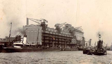 1992-3668 Gezicht op de Sint-Jobshaven met schepen uit zuidelijke richting. Verderop de Silo Sint Job van Blaauwhoedenveem.