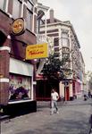 1992-4086 Gezicht op de 's-Gravendijkwal met de zijstraat de Volmarijnstraat.
