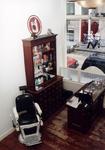 1992-4388 Interieur van de Mo's barbershop aan de Jacobusstraat 115.