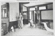1992-4505,-4506 Mantelwinkel Heinemann & Ostwald aan de Zeevischmarkt.Van boven naar beneden afgebeeld:- 4505: ...