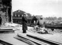 1992-465 Gezicht op de door het Duitse bombardement van 14 mei 1940 getroffen Blaak en het spoorwegstation , gezien ...