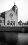 1992-54 Gezicht op de Lange Hilleweg bij de Strevelsweg met de rk heilige Sint-Theresiakerk. Uit westelijke richting.