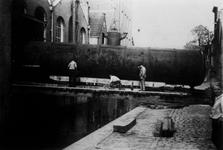 1993-2819 Inbrengen van een stoomketel in de tabaksfabriek van Louis Dobbelman aan het Groenendaal.