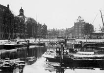 1993-2831-54 Zicht vanaf het Beursplein op de Blaak met de Keizersbrug, links de Zuidblaak en de Wolfshoek, rechts de ...
