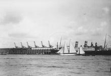 1993-2831-7 De Nieuwe Maas, bij de loodsen van de Nederlands-Amerikaanse StoomvaartMaatschappij ( N.A.S.M. ), later de ...