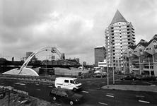 1993-3142 Het NS-Metro-Tramstation Blaak begint zijn vaste vorm te krijgen.