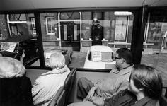 1993-3148 Rotterdamse raadsleden brengen een werkbezoek aan het Noordereiland