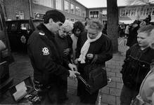 1993-3160 Open dag in het nieuwe politiebureau aan de Walenburgerweg.