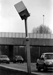 1993-3230 Vernielde flitspaal langs snelweg.