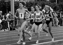 1993-3372 Christien Toonstra aan de leiding tijdens een wedstrijd voor vrouwen wegens atletiek-kampioenschappen voor de ...