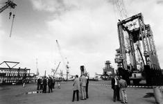 1993-3397 Kraandag, Bij de firma Nelcon aan de Doklaan vindt een demonstratie plaats van hun verzameling kranen.