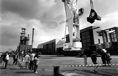 1993-3398 Kraandag, Bij de firma Nelcon aan de Doklaan vindt een demonstratie plaats van hun verzameling kranen.