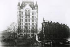 1993-3477 Het Witte Huis aan de Geldersekade.Op de achtergrond het spoorwegviaduct.