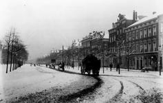 1993-3490 De Goudsesingel met sneeuw bedekt.