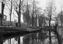1993-3502 Water benedendijks aan de Honingerdijk. Op de achtergrond de Hoflaankerk.