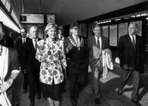 1993-3827 Minister Maij-Weggen, burgemeester A. Peper en de commissaris van de koningin mr. Schelto-Patijn wachten op ...