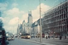 1993-52 Gezicht op de Coolsingel met rechts de bouw van de Beurs en op de achtergrond het postkantoor en stadhuis.