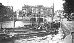 1993-594 Gezicht op de Oudehaven. Op de achtergrond de Oudehavenkade met het crisismonster en het gebouw Plan C. Gezien ...