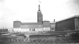 1993-595 Gezicht op het Museumpark, uit zuidelijke richting. Met verderop het museum Boijmans Van Beuningen.