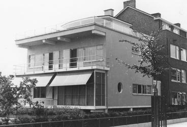 1993-5975 De Bentincklaan ter hoogte van een villa.