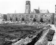 1993-5985 De Grotemarkt aan de noordzijde, gezien uit het zuiden.