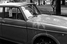 1993-6134 Auto van Joodse eigenaar op de Provenierssingel met pro-Israël sticker t.g.v. Zesdaagse oorlog, besmeurd door ...
