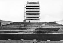 1993-6465 De zaal van het in aanbouw zijnde Hofpleintheater in het scholencomplex Technikon. Op de achtergrond het ...