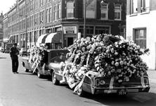 1993-6488 De Brede Hilledijk met een Chinese begrafenisstoet van de heer Chow Lam, directeur van een eethuis aan de ...