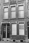1993-6596-EN-6597 Protest tegen het saneren van huizen aan de Zwaanshalskade.Van boven naar beneden afgebeeld:-6596:-6597: