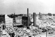 1993-6622 De door het Duitse bombardement van 14 mei 1940 getroffen omgeving van de Botersloot uit westelijke richting ...