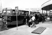 1993-6659-TM-6662 Weena met autobusvervoerVan boven naar beneden afgebeeld:-6659: Druk reizigersvervoer per autobussen, ...