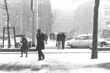1993-6691,-6692 Gezicht op de met sneeuw bedekte Coolsingel.Van boven naar beneden afgebeeld:- 6691: Op de achtergrond ...