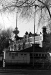 1993-6697 De Veerhaven aan de oostzijde uit oostelijke richting gezien, bij het clubgebouw van de Koninklijke Roei-en ...