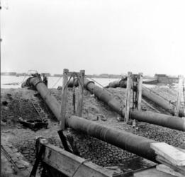 1993-767 Een combinatie van zeer zware storm en springvloed veroorzaakt een watersnoodramp in Zeeland en delen van ...