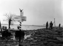 1993-782 Een combinatie van zeer zware storm en springvloed veroorzaakt een watersnoodramp in Zeeland en delen van ...