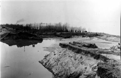 1993-824 Een combinatie van zeer zware storm en springvloed veroorzaakt een watersnoodramp in Zeeland en delen van ...
