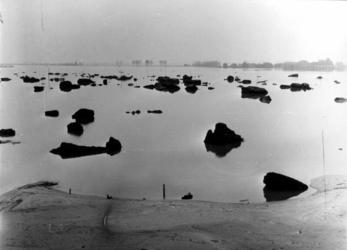 1993-825 Een combinatie van zeer zware storm en springvloed veroorzaakt een watersnoodramp in Zeeland en delen van ...